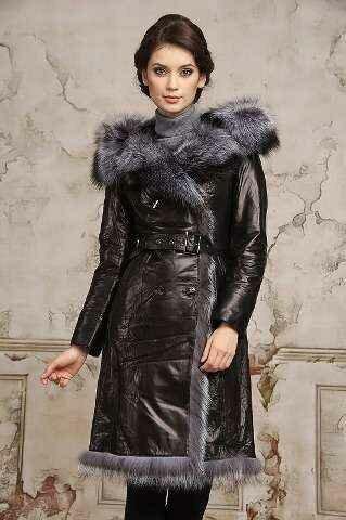 Тандем практичности и статусной эффектности — кожаные пальто для модных леди