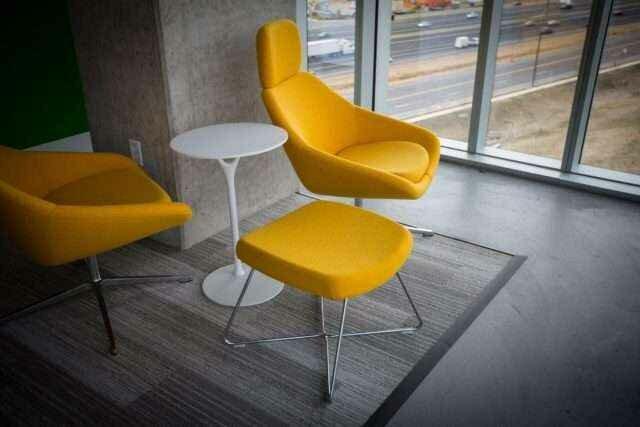 Специалисты «Прайд мебель» оказывают помощь в выборе продукции с оптимальным соотношением цены и качества