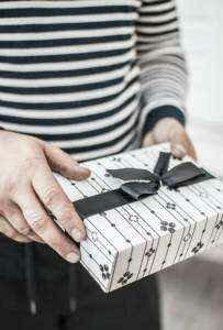 когда лучше дарить подарок