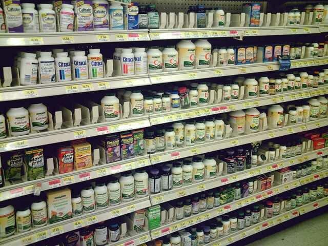 Диетические добавки в магазине