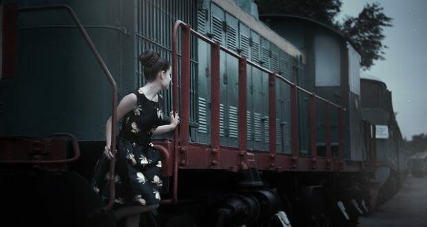 Девушка и поезд