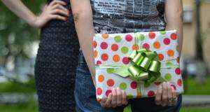 Что подарить девушке, лучший подарок сестрёнке